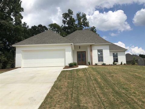 Photo of 122 Bridge Walk Dr, Canton, MS 39046