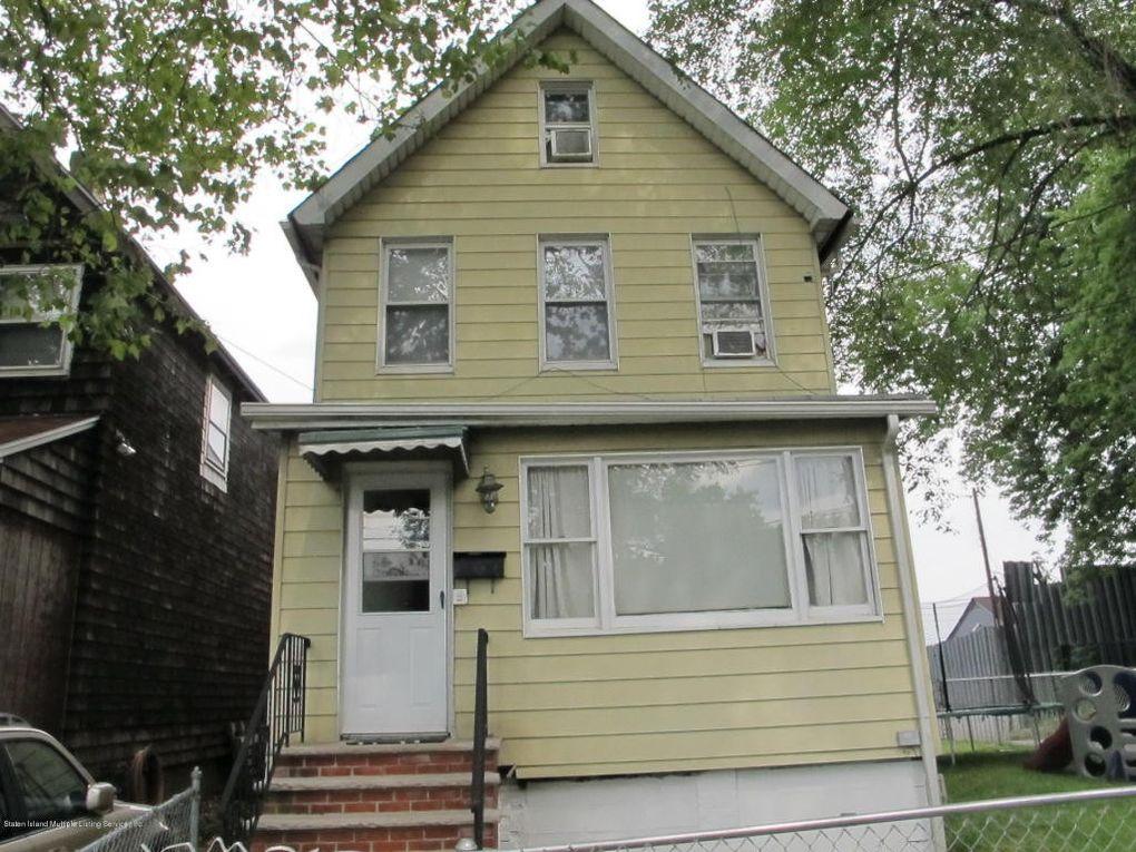 35 Tompkins Ct Staten Island, NY 10310
