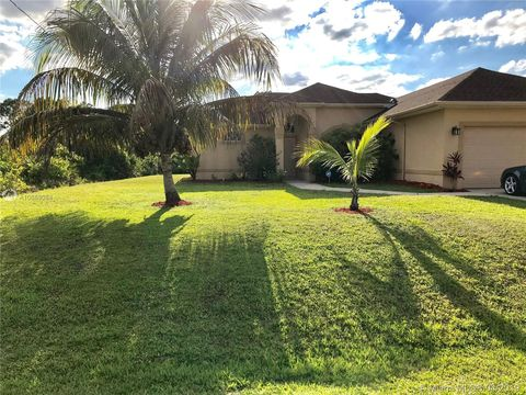 Photo of 738 Downer Ave S, Lehigh Acres, FL 33974