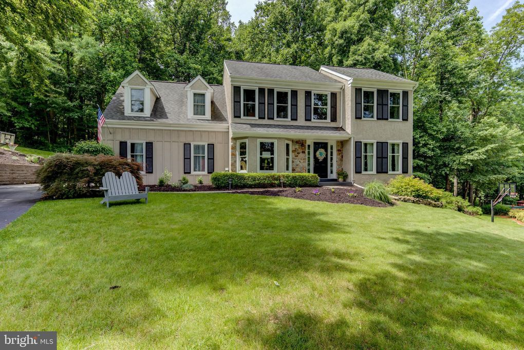 204 Buttonwood Dr Downingtown, PA 19335