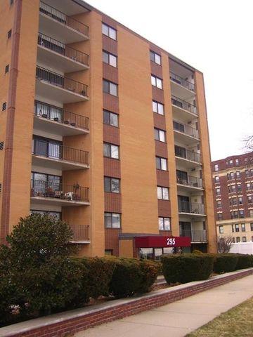 295 Lynn Shore Dr Apt 308, Lynn, MA 01902