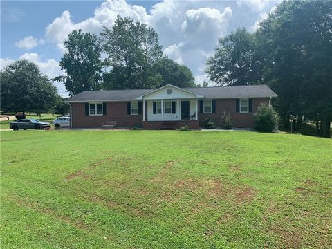 Photo of 213 Oxmoor Dr, Anderson, SC 29625