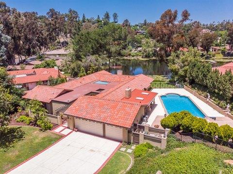 28 Lake Helix Dr, La Mesa, CA 91941