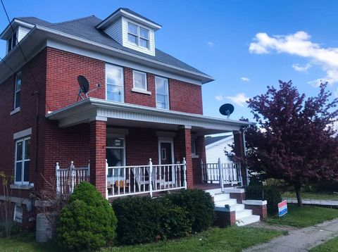 115 S 2nd St, Monmouth, IL 61462