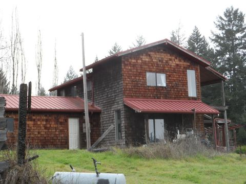 534 Brown Rd, Myers Flat, CA 95554