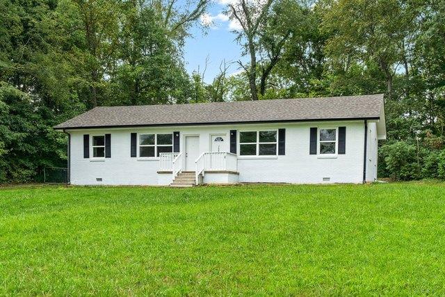 Porch yard featured at 706 Britton Springs Rd, Clarksville, TN 37042