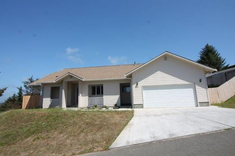 Photo of 60 Blue Spruce Dr, Humboldt Hill, CA 95503