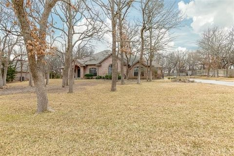 101 Shady Wood Ct, Weatherford, TX 76087