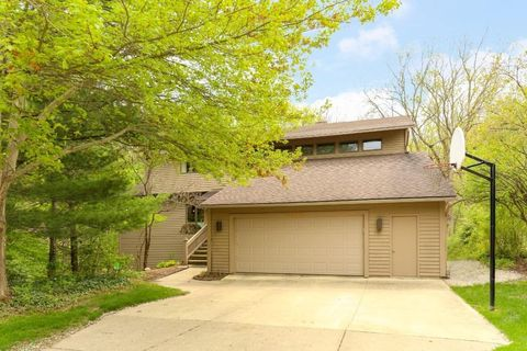 Photo of 3530 Fox Hunt Dr, Ann Arbor, MI 48105