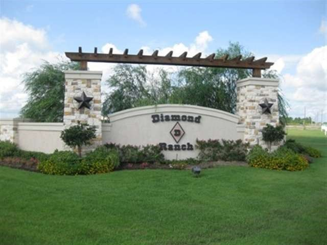 2360 Diamond D Dr Beaumont, TX 77713