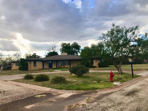 Photo of 2005 16th St, Snyder, TX 79549