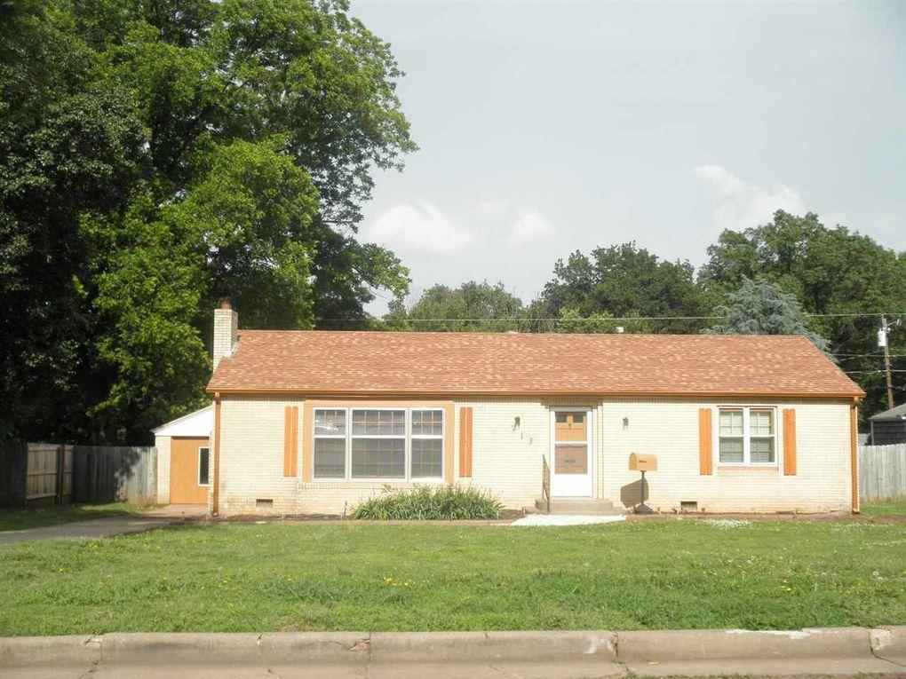 213 N 10th St Ponca City, OK 74601