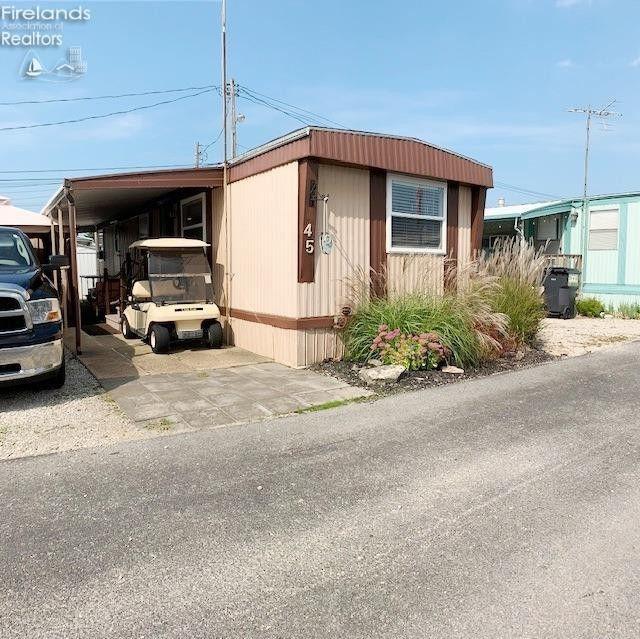 5640 E Twinbeach Rd Lot 45 Port Clinton, OH 43452