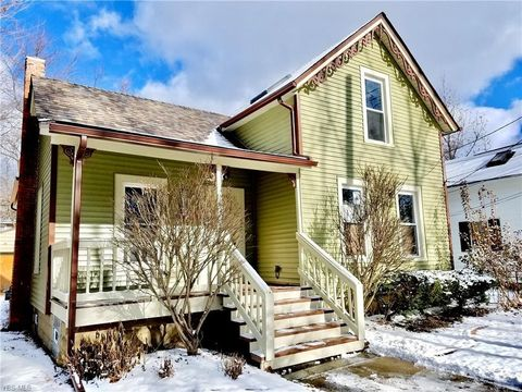 Photo of 153 Adams St, Berea, OH 44017
