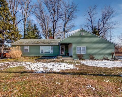 Photo of 37560 Green Dr, Eastlake, OH 44095