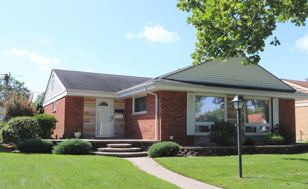 10809 Hastings St Westchester, IL 60154