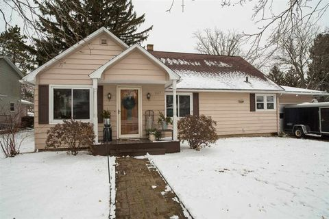 Photo of 1817 19th St, Monroe, WI 53566
