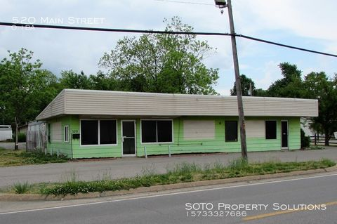 Photo of 520 Main St, Scott City, MO 63780