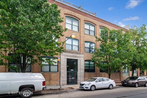 Photo of 3201 N Ravenswood Ave Apt 401, Chicago, IL 60657