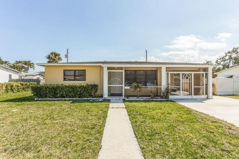 Photo of 526 Foresteria Dr, Lake Park, FL 33403