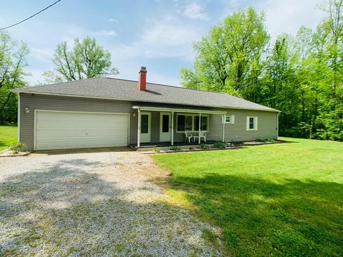 30 Rock Hole Rd, Stonefort, IL 62987