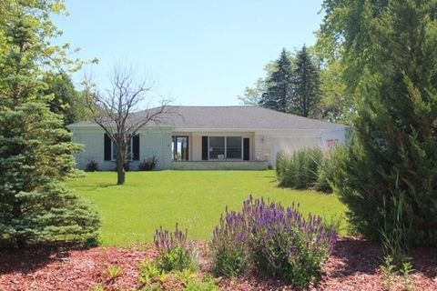 Photo of 12650 N Lake Shore Dr, Mequon, WI 53092