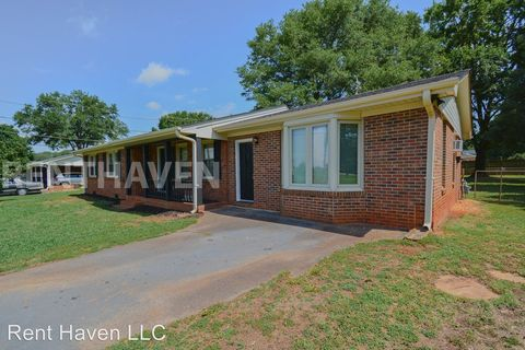 Photo of 1350 Old Converse Rd, Spartanburg, SC 29307