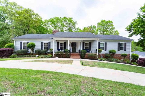 Photo of 292 Heathwood Dr, Spartanburg, SC 29307