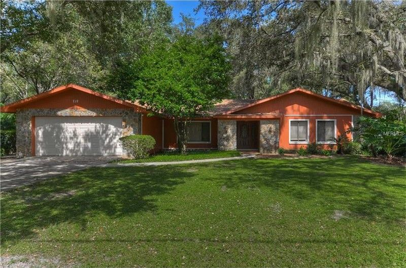 218 Hidden Lake Dr, Brandon, FL 33511