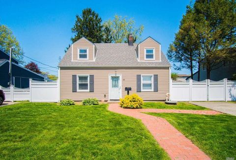 Photo of 63 Sugar Maple Rd, Levittown, NY 11756