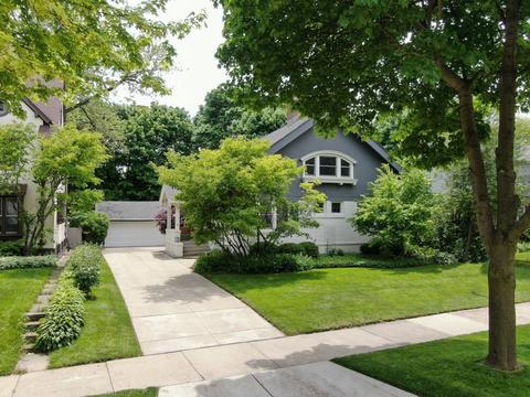 2417 E Beverly Rd, Shorewood, WI 53211