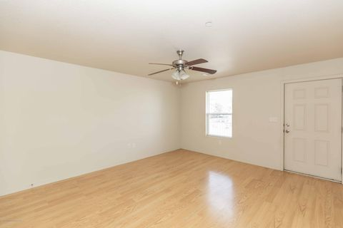 Photo of 203 27th St Apt D, Canyon, TX 79015