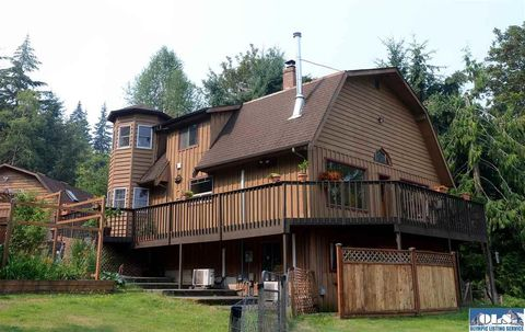 392 Township Line Rd, Port Angeles, WA 98362