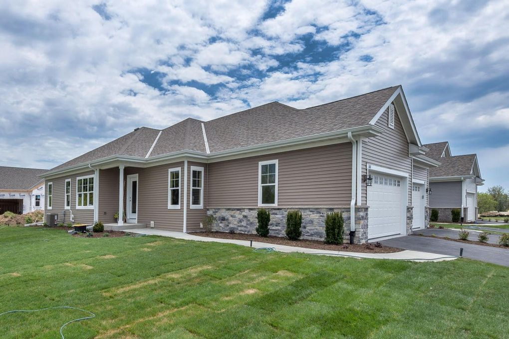 2611 Moraine Ct, West Bend, WI 53095