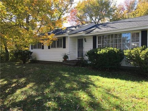 24 Saltaire Ave, East Lyme, CT 06357