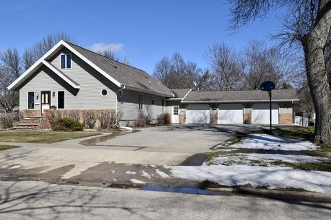 Photo of 918 9th Ave, Sibley, IA 51249