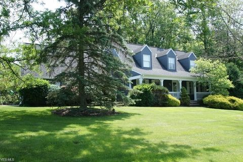 Photo of 160 Senlac Hills Dr, Chagrin Falls, OH 44022