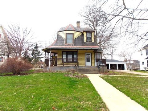 26 N West Ave, Freeport, IL 61032