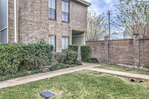 8365 Wednesbury Ln, Houston, TX 77074