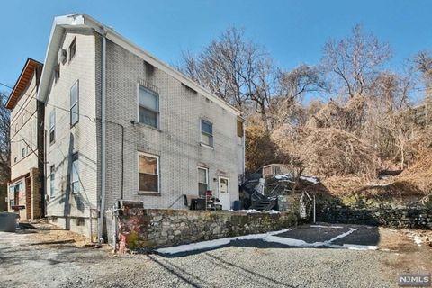 9021 Riverside Pl, North Bergen, NJ 07047