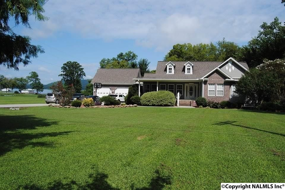 314 Star Point Rd, Guntersville, AL 35976
