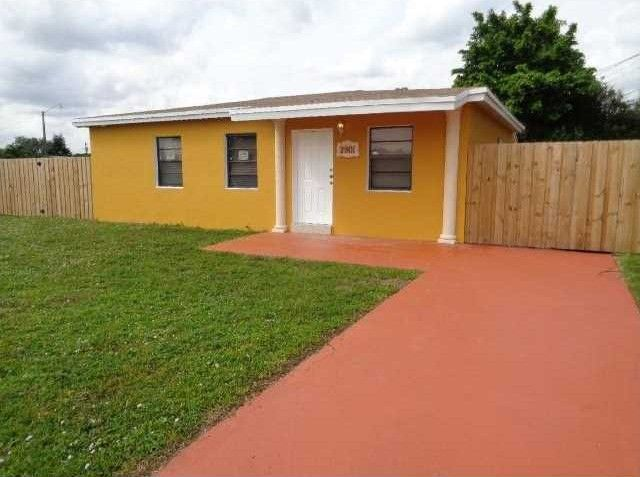 2901 NW 164th Ter Miami Gardens, FL 33054