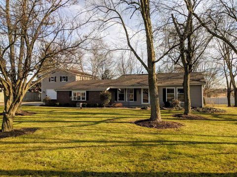 Photo of 2315 N Oak Dr, Bluffton, IN 46714