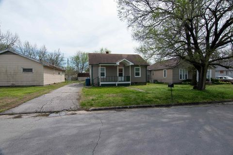 Photo of 1603 W 6th St, Coffeyville, KS 67337