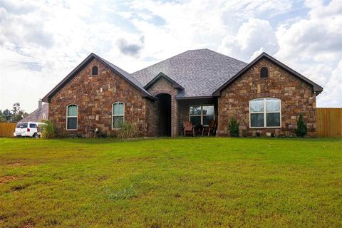 Gladewater TX Homes With Special Features