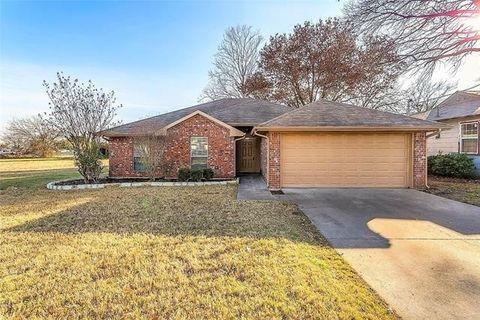 115 Hill Ln, Red Oak, TX 75154