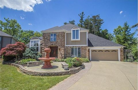 18600 Rustic Holw, Strongsville, OH 44136
