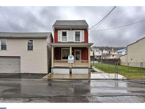 2 St Clair St, Middleport, PA 17953