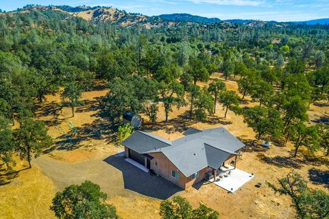 Photo of 22587 Elk Trl E, Redding, CA 96003