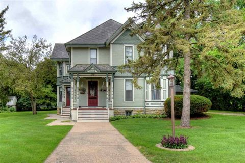 Photo of 110 N Main St, Dodgeville, WI 53533